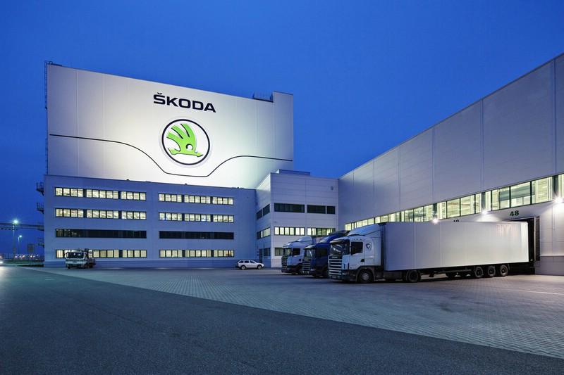Skoda-Werk Mit Logistik-LKWs