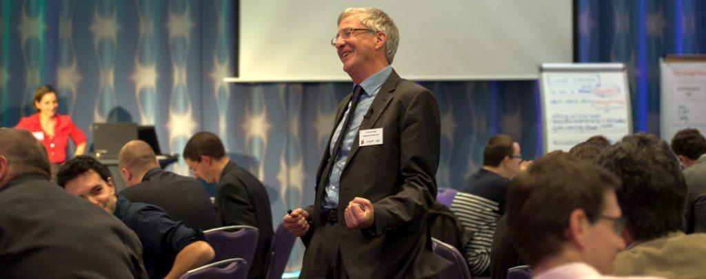 Innovationstraining mit vielfältigen Teilnehmern und Innovationsberater Thomas Nagel