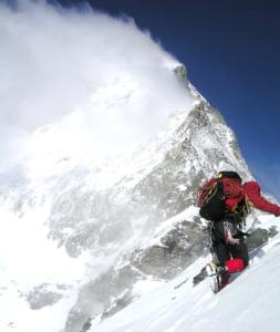 Bergsteiger im Schnee als Symbol für Innovationskontext - TOM SPIKE