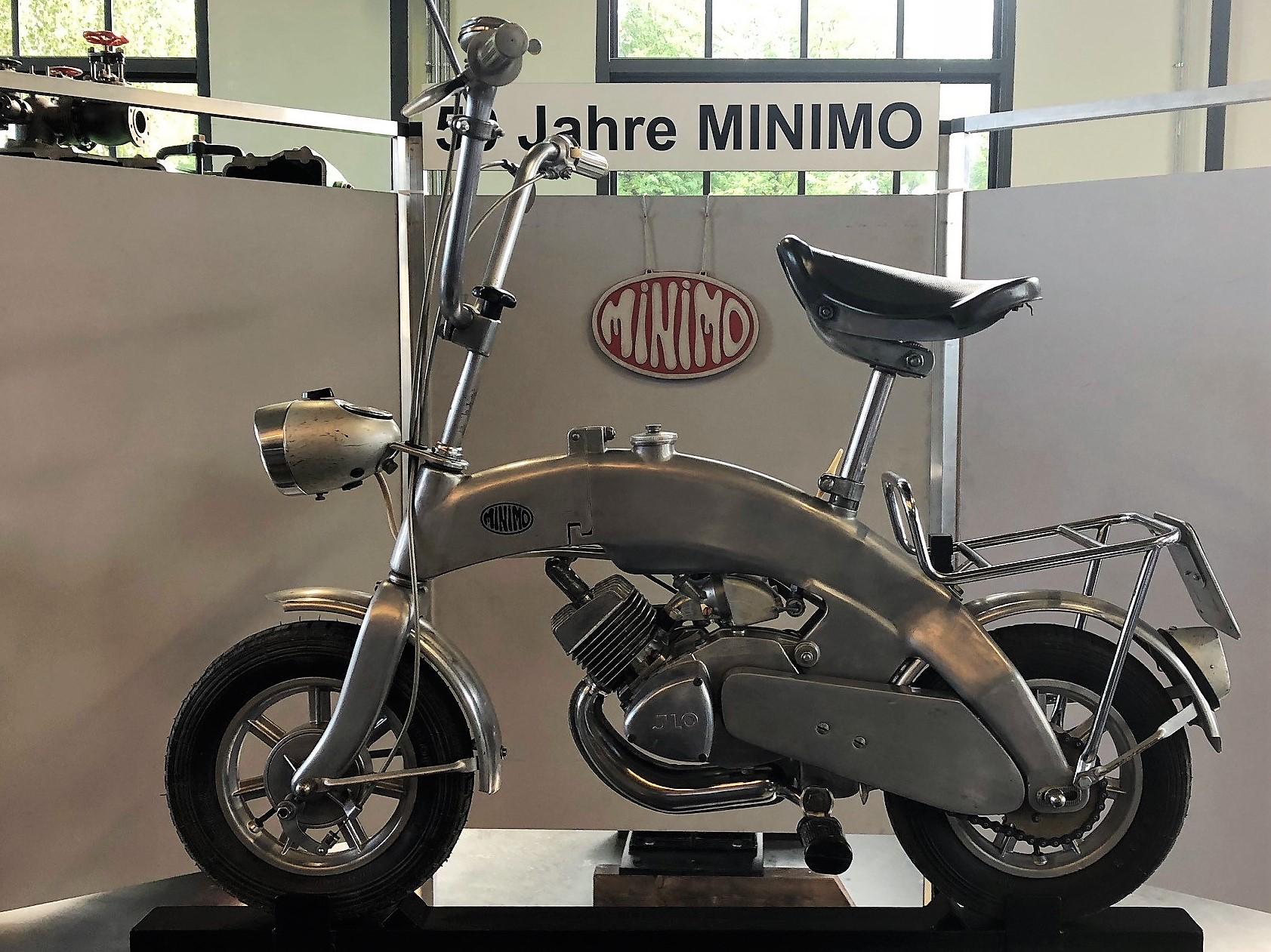 Silberfarbenes Klappbares Motorrad Minimo: Eine Innovation Von Vor 50 Jahren
