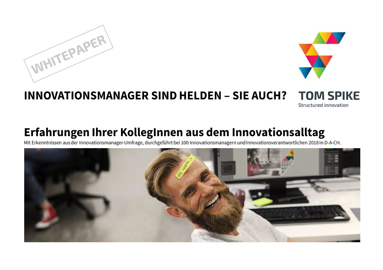 Innovation White Paper Deckblatt mit lachendem Innovationsmanager am Computer und Post-it auf der Stirn