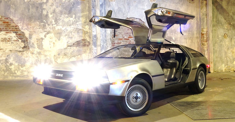 DeLorean DMC-12 with wing doors open as a symbol for Innovation Time Machine Workshop - TOM SPIKE