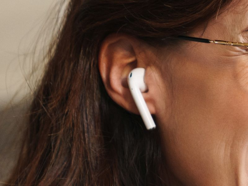 Brunette woman with white earphones as a symbol for Product Innovation - TOM SPIKE