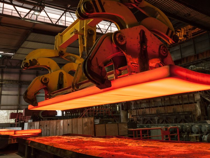 Glowing steel block as a symbol for business model innovation trading platform - TOM SPIKE