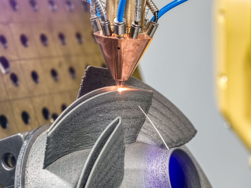 3D metal printer printing paddle wheel as a symbol for process innovation - TOM SPIKE