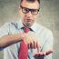 Innovationsmanager Zeigt Mit Finger In Offene Hand Und Will Den Business Case Sehen - TOM SPIKE